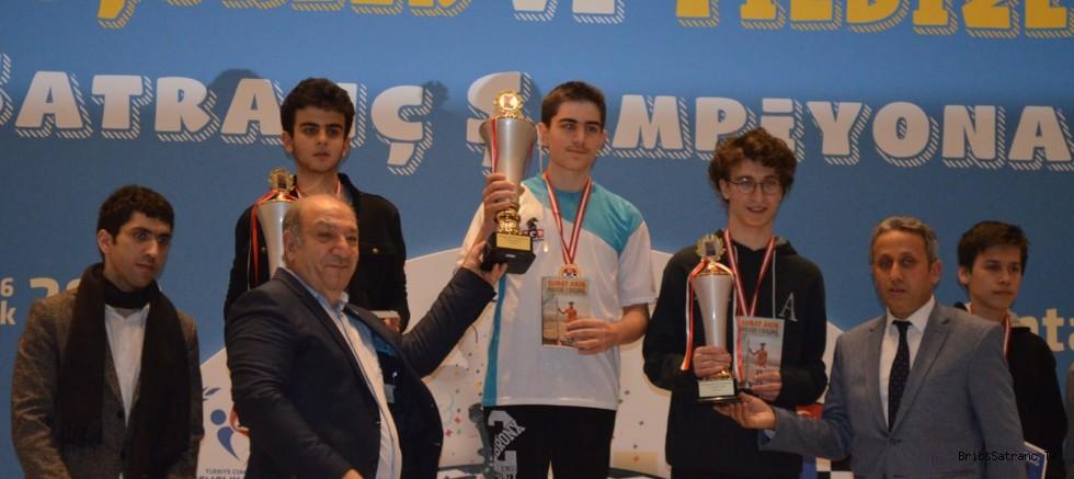 16 Yaş Türkiye Satranç Şampiyonu Emirhan Tarlabaşı!