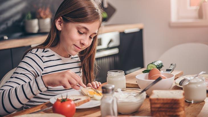Uzaktan eğitim sırasında çocuklar evde nasıl beslenmeli?